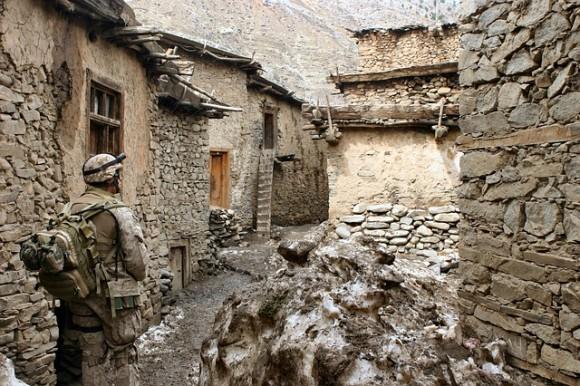 米軍が展開する地域は6大陸80ヶ国にも及ぶ。米軍がテロリストと戦争をしている地域を示したインフォグラフィック