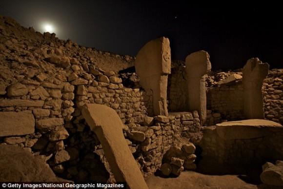 石柱の彫刻から1万3,000年前の彗星の衝突によって気候が変化し最初の文明が生まれた可能性(英研究)