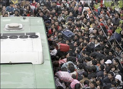 crowded_train_stations_in_china_17