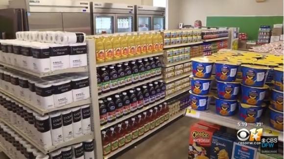 学校内に食料雑貨店をオープン。支払いは善行で