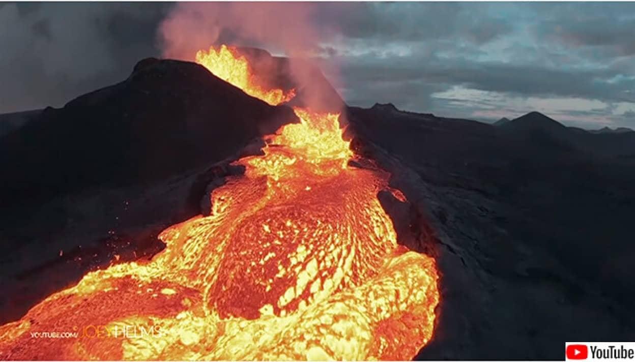 火山噴火を撮影していたドローンが火山に突っ込むアクシデント