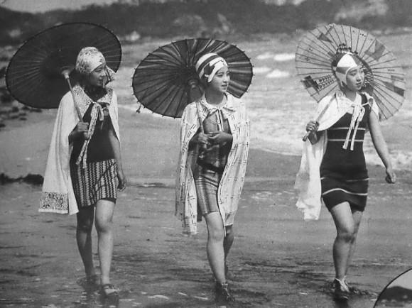 海外サイトで特集されていたのは、1920年代(大正末期から昭和初期頃)の、モガと呼ばれる日本の若い女性たちの写真である。