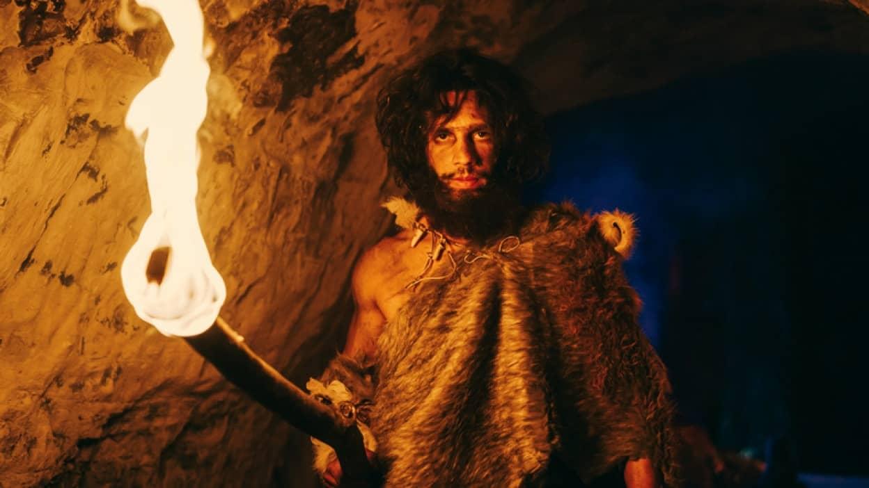 旧石器時代の明かりを再現。古代人は以下に闇を克服し洞窟壁画を作り上げたのか?