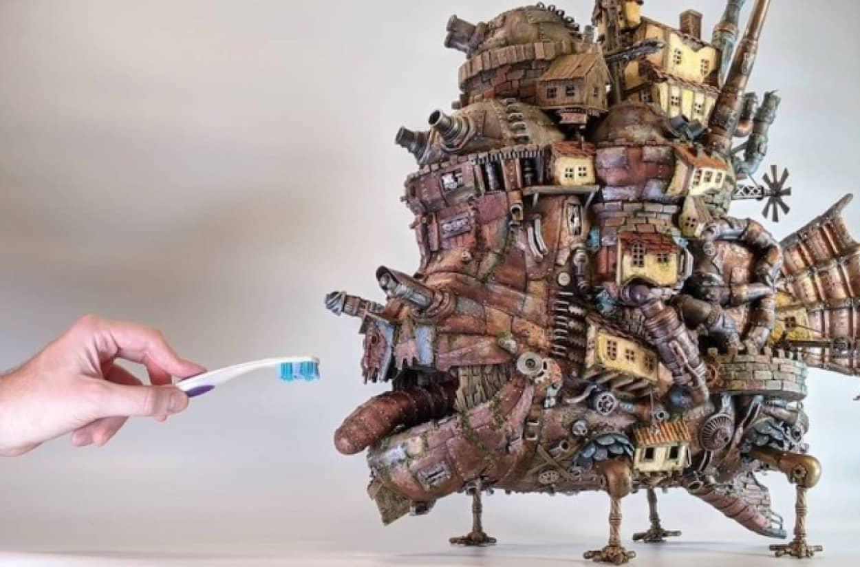 プラスチック容器などの廃材を利用して作った究極のハウルの動く城