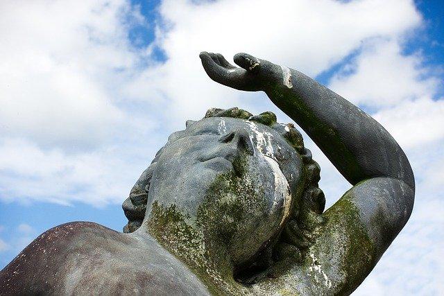 statue-2692920_640