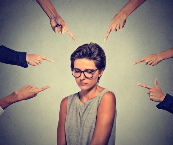 認知バイアスの恐ろしさ。ブラックな職場では、いじめの被害者が加害者と思われている場合が多い(米研究)