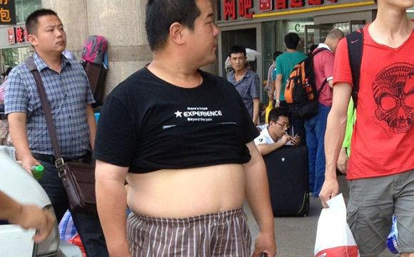 中国の男性ファッショントレンドは腹だし?「北京ビキニ」なるものが流行っている件