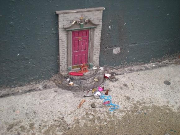 小さな妖精たちの住む町。皆が幸せな気分になれる、町中のいたるところにある妖精専用ドア