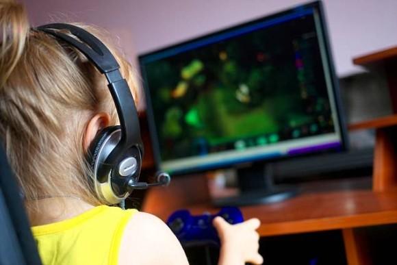 人気のゲーム「フォートナイト」にドハマりしたのは9歳の少女。おもらししたり父親を殴ったりで依存症のリハビリ治療中