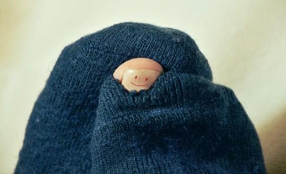 クサすぎて癖になる。自分の靴下のニオイを嗅ぐのが日課だった男性。それがもとで重病に(中国)