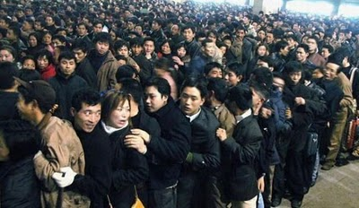 crowded_train_stations_in_china_05