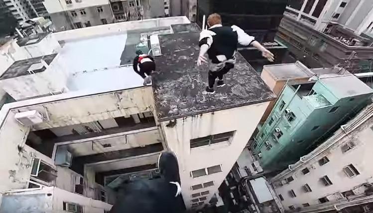 割とマジでクレイジー。香港の密集したビルの屋上からのパルクール(高所恐怖症注意)