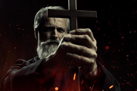 カトリック教会ではエクソシスト(悪魔祓い師)の養成が不足している ー アイルランドの神父の主張