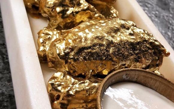 金を身にまとった光り輝く黄金の手羽先。アメリカでゴールデンチキンウイングが商品化。