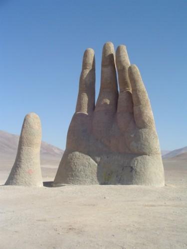 The-Giant-Hand-of-Atacama-3-375x499