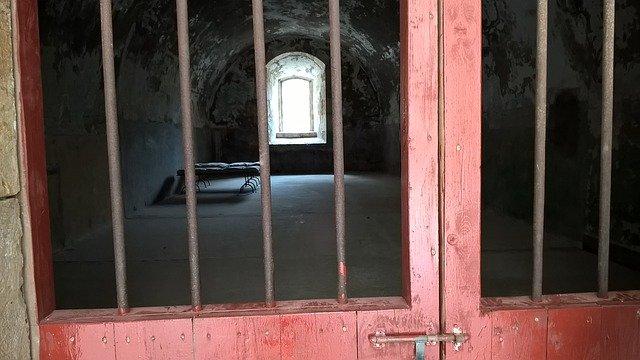 学歴のない殺人犯の数学の能力が開花。刑務所内で超難問を解いてしまう