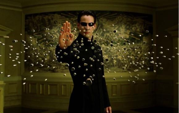 黒いコートじゃなかった!キアヌ・リーブスが激写された「マトリックス4」の撮影現場(アメリカ)