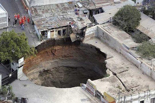 most-amazing-hole-in-the-world-guatemala-sink-hole