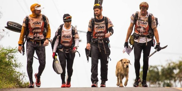 「もらった恩は忘れない」。1匹の野良犬との出会いが過酷なレースに挑んだチームの心を動かした感動の物語。