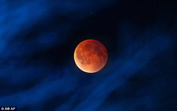 いよいよ明日!赤い月が見られるかも!今年2度目のブラッドムーン「皆既月食」(10月8日水 18:14~)