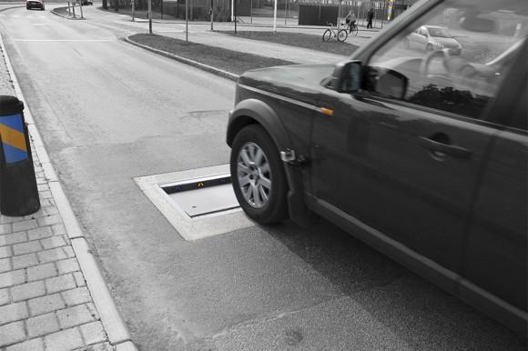 速度オーバーした自動車に物理攻撃を加える道路システム「Actibump 」が効果を上げているを(スウェーデン)
