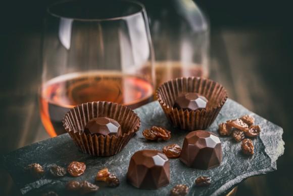 赤ワインやチョコレートに含まれる化学物質、レスベラトロール類似体が細胞を若返らせる可能性(英研究)