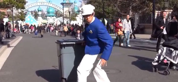 芸達者な清掃員、ディズニーシー名物、「ファン・カストーディアル」のおにいさん