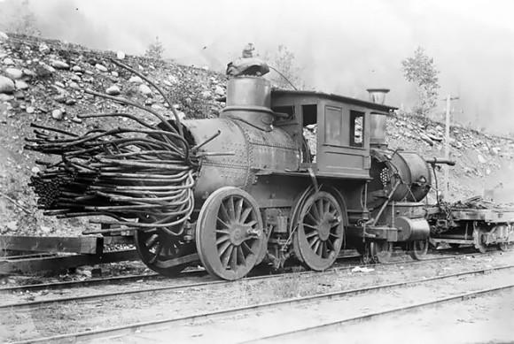 ボイラー爆発後の蒸気機関車を記録した古写真(19世紀後半から20世紀前半)