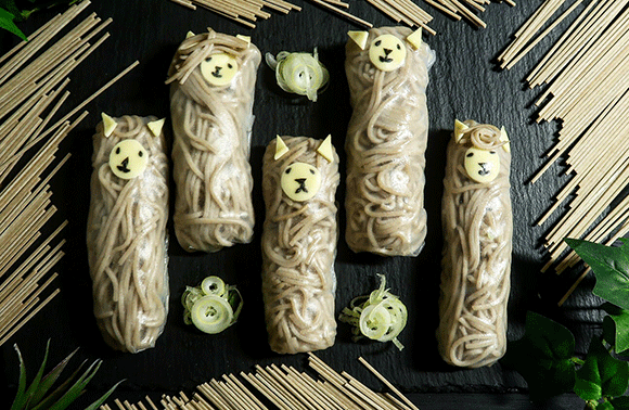 蕎麦を手づかみで食べられるしかわいい。生春巻きで巻いた蕎麦アルパカの作り方【ネトメシ】