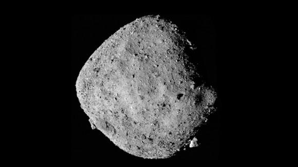 小惑星ベンヌに水の存在を示すサインを発見(NASA)