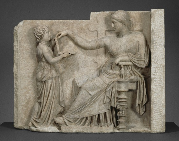 古代ギリシャの埋葬品に現代のノートパソコンが彫刻されていた!?