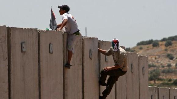 ドローンから見る、アメリカとメキシコの国境線