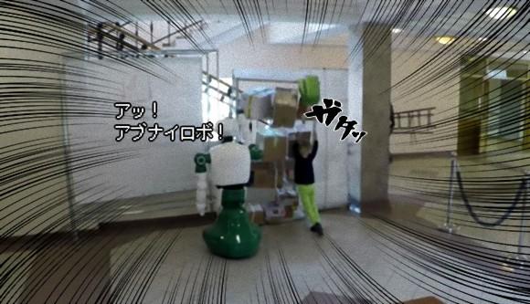 ロボットが人間を自発的に助けた?棚の横転事故から少女を救ったロシアのロボット