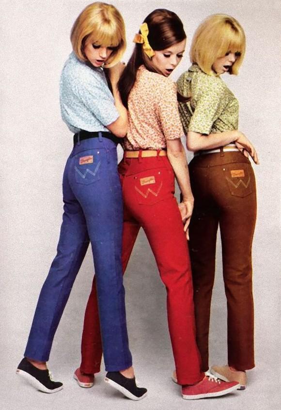 フリーサイズであらゆる場面に通用するようなパンツではなく、さまざまなデザインや色を選ぶことができるようになった。60年代後半には、裾はワイドになり、ウェストは