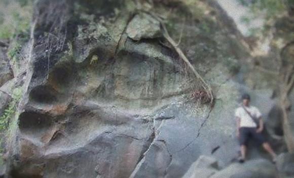 巨人は本当に存在していたのか?世にも信じがたい5つの巨大な足跡や化石