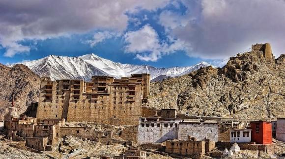 インドの七不思議のひとつ、ヒマラヤの秘めたる廃墟スポット。レー宮殿とその要塞