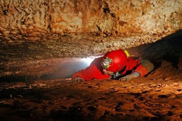 地下洞窟に閉じ込められてしまった10人の世にもホラーな物語