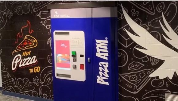 アメリカ人のピザ愛が止まらない。大学構内にピザATM(自動販売機)が設置される