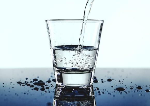 ベルギーのレストラン、トイレからリサイクルされた飲料水を提供。高度な5段階の浄化システムを採用。