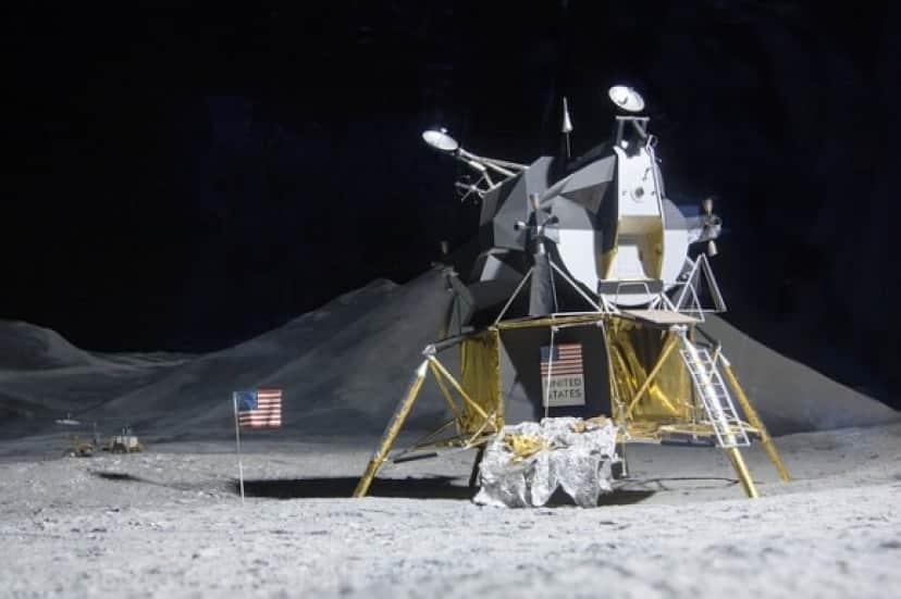 moon-landing-193761_640_e