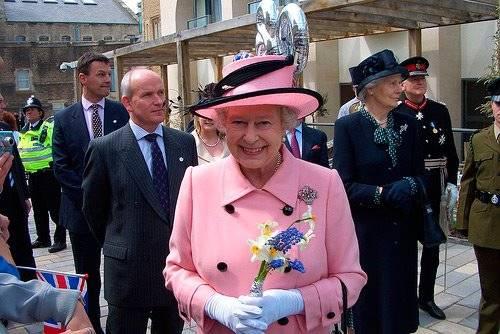イギリスの女王、エリザベス2 ...