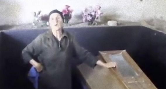 ある愛の形:息子の遺体を地下室に入れ、18年間エンバーミング(防腐処理)し続けている母親(グルシア)