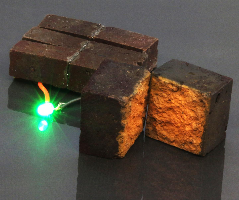 赤レンガをバッテリーにする技術