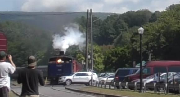 海外の鉄男・鉄女もびっくり!歴史的蒸気機関車にSUVが接触事故(アメリカ)
