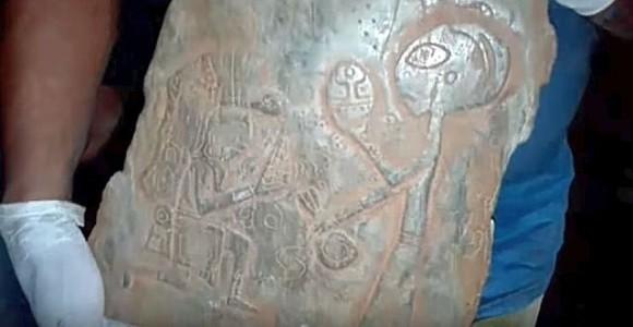 古代マヤ文明と地球外生命体は接触していた!?エイリアンっぽいものが描かれた石板がメキシコの洞窟で見つかる