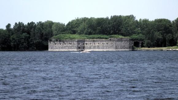 ニューヨーク州の萌える要塞廃墟「フォート・モンゴメリー」がナウ・オン・セール!