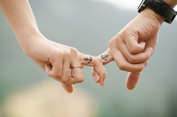 hands-437968_640_e