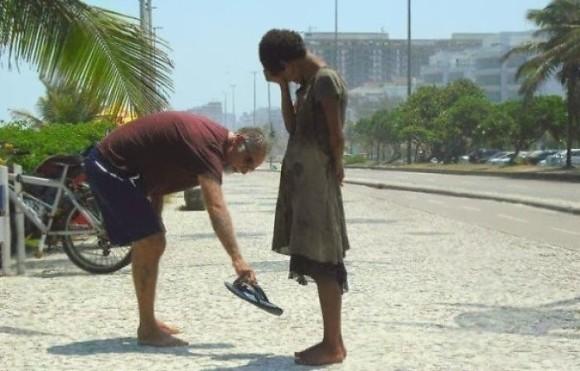 世の中まだ捨てたもんじゃない。無償の愛が広がる世界。困っている人に手を差し伸べた人々。