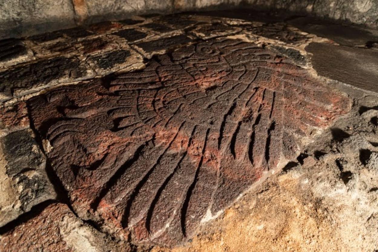 アステカ神殿のイヌワシの彫刻が発見される