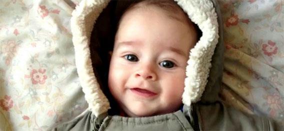 最初の一年でこんなに変わる!生まれたばかりの赤ちゃんの1年間の記録映像